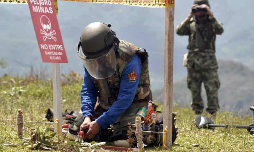 colombia mines army