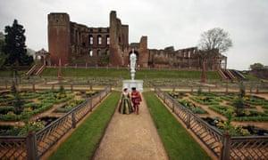 Elizabethan Travel Day Trips