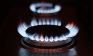 gas rings on a cooker as consumers face fuel bill rises of hundreds of pounds in the future if the UK stays hooked on gas instead of investing in green energy, the Government's climate advisers have warned.