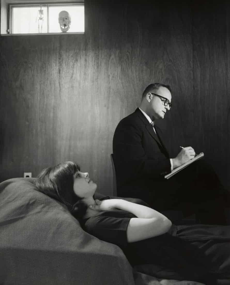 woman on couch and psychiatrist