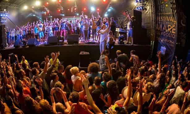 An international crowd at Santa Maria's Mare de Agosto festival last year.