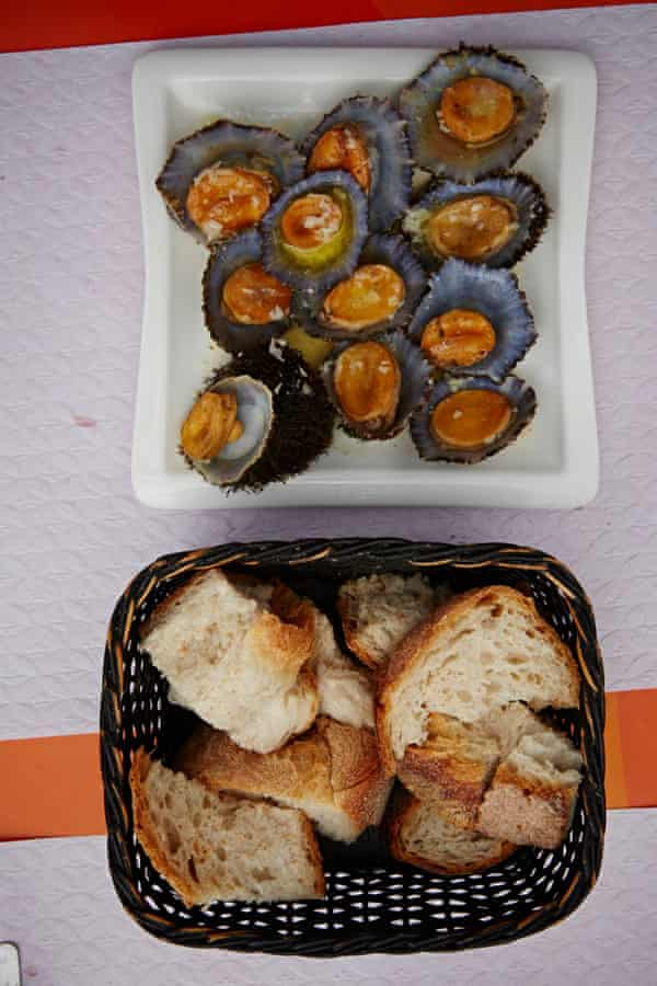 <em>Lapas</em> (grilled limpets) served up in a Santa Maria eaterie.
