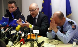 Marseille prosecutor Brice Robin, centre, with Gen David Galtier, right, details the last 10 minutes of Germanwings flight 4U5295.