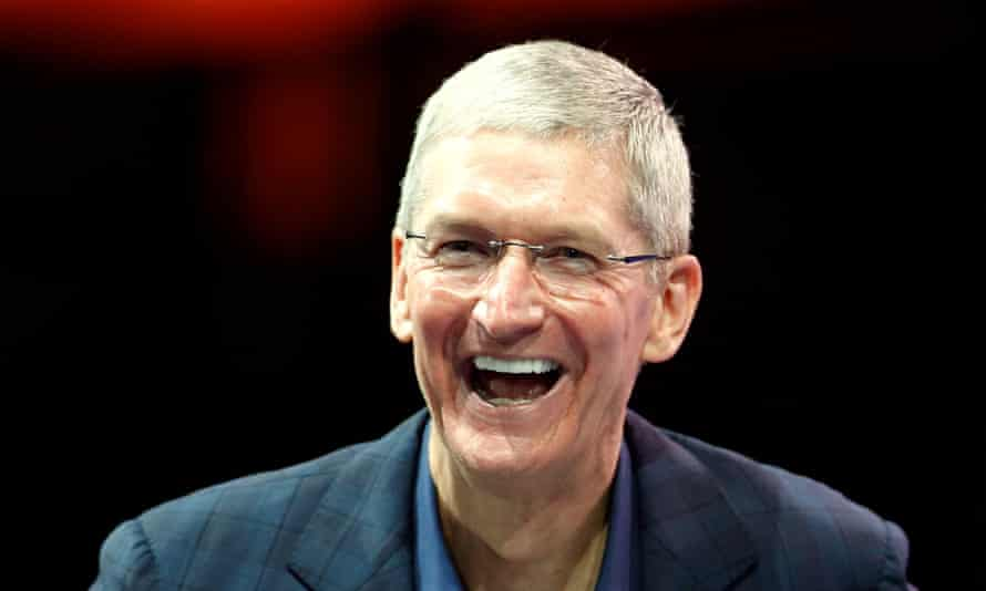 Apple CEO Tim Cook speaks at the WSJD Live conference in Laguna Beach, California October 27, 2014.  Cook publicly came out as gay, saying in a magazine article published October 30, 2014 that he wanted to support others who find it difficult to reveal their sexual orientation. REUTERS/Lucy Nicholson/Files  (UNITED STATES - Tags: BUSINESS SCIENCE TECHNOLOGY):rel:d:bm:GF2EAAS0CG001