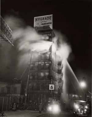 'Simply Add Boiling Water': a fire at the Ameko building near Brooklyn Bridge, 18 December 1943