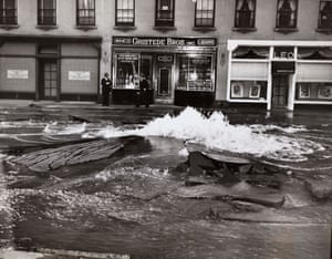 Water main burst uproots Madison Avenue, May 1945