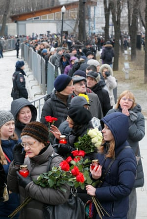 The queue for the memorial service before Nemtsov's funeral.