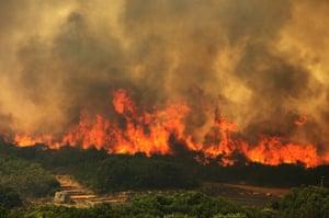 Raging fire on Chapmans peak