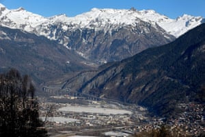 A picture taken on January 7, 2015 shows the Arve Valley. The prefect of France's Haute-Savoie department decided on January 6 to denied access as of January 7 to the Mont-Blanc tunnel which links France and Italy, to high-pollution trucks following the recent high pollution levels in the Arve valley.