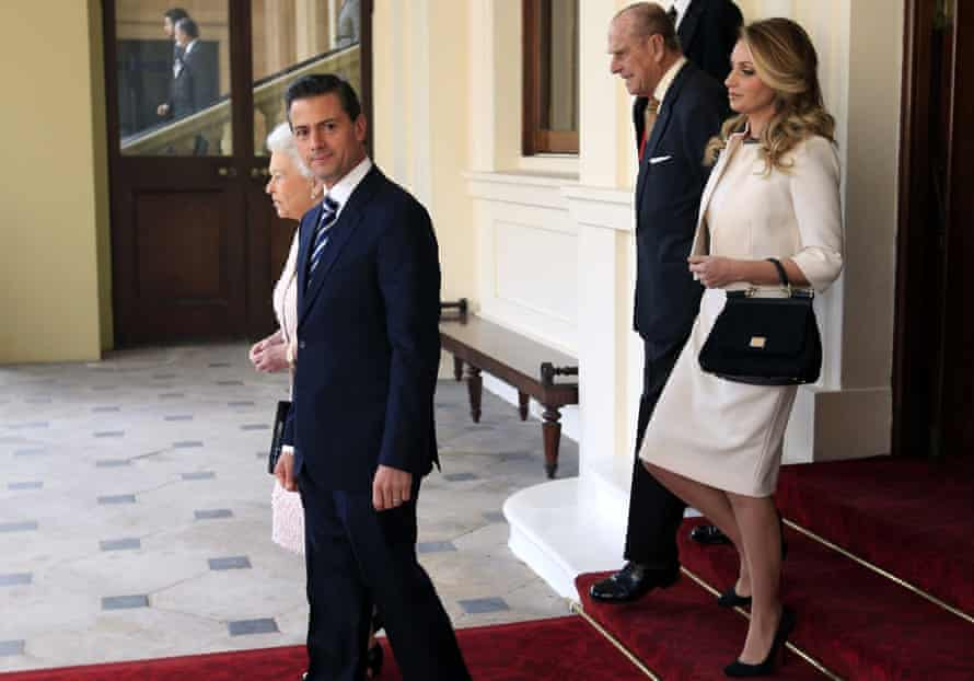 Mexican president Enrique Pena Nieto and his wife Angelica Rivera meet the Queen and Prince Philip, ahead of a visit to Aberdeen.