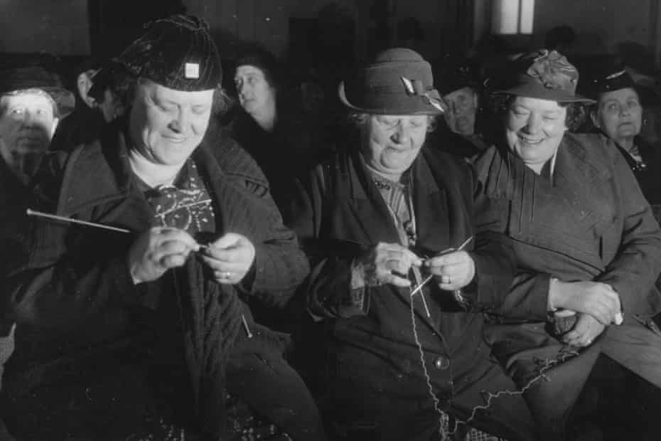 Women knitting together at a British Grandmothers' Club in October 1938.