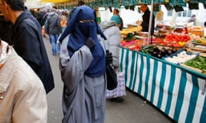 Woman wearing islamic clothing in Paris despite it being banned in public places.