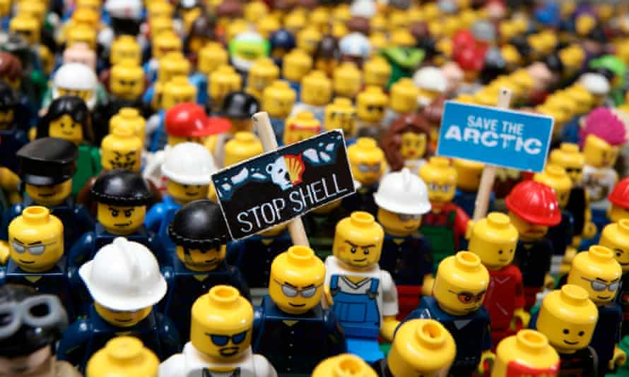 Lego figures protesting against Shell