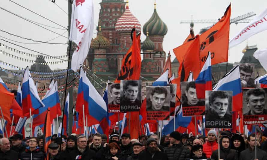Muscovites march in memory of murdered opposition leader Boris Nemtsov