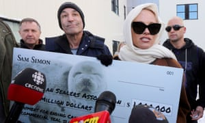 Simon Pamela Anderson cheque end seal hunting