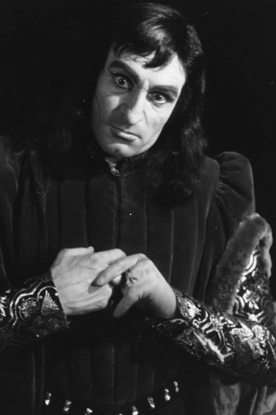 Olivier onstage as Richard in 1944.