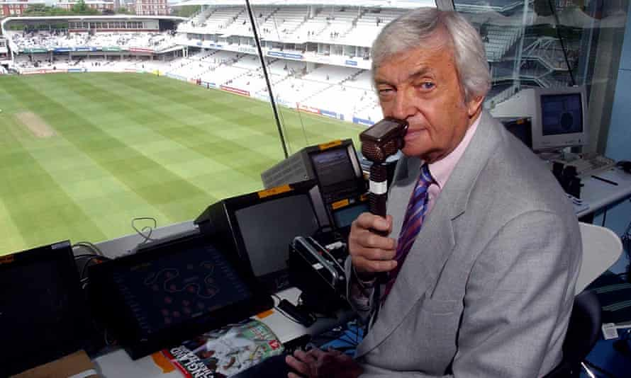 Richie Benaud presenting for Channel 4 cricket in 2004