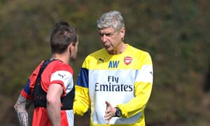 Arsenal manager, Arsène Wenger, talking to Mathieu Debuchy during training at London Colney