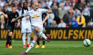 Jonjo Shelvey scores the equaliser from the penalty spot for Swansea City against Everton.