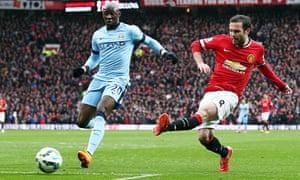 Juan Mata scores for Manchester United v Manchester City
