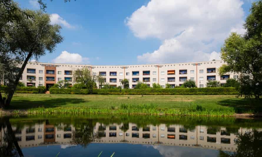 Modernist housing at Grosssiedlung Britz - Hufeisensiedlung, Berlin.