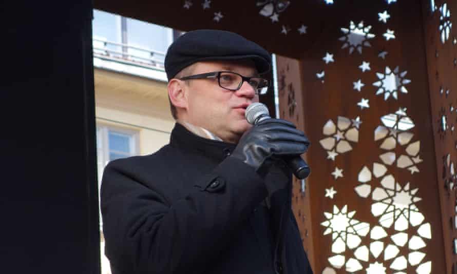 Juha Sipilä, addresses supporters.