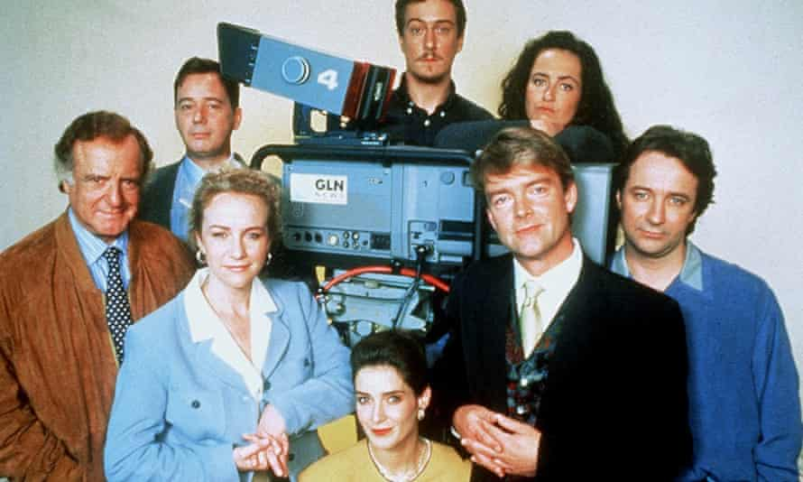 Drop the Dead Donkey the GlobeLink news team, with Robert Duncan as Gus Hedges in black jacket