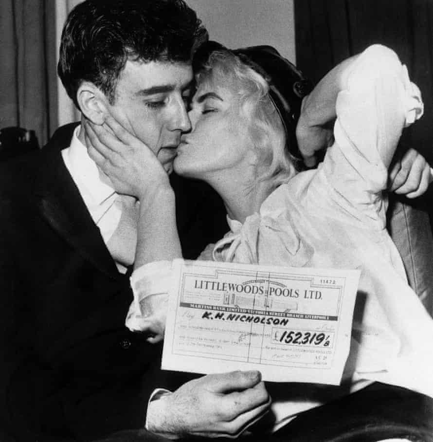 Keith and Viv Nicholson with their winning cheque in 1961