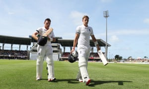 No wickets in that session as Ian Bell and Joe Root walk off unbeaten at tea.