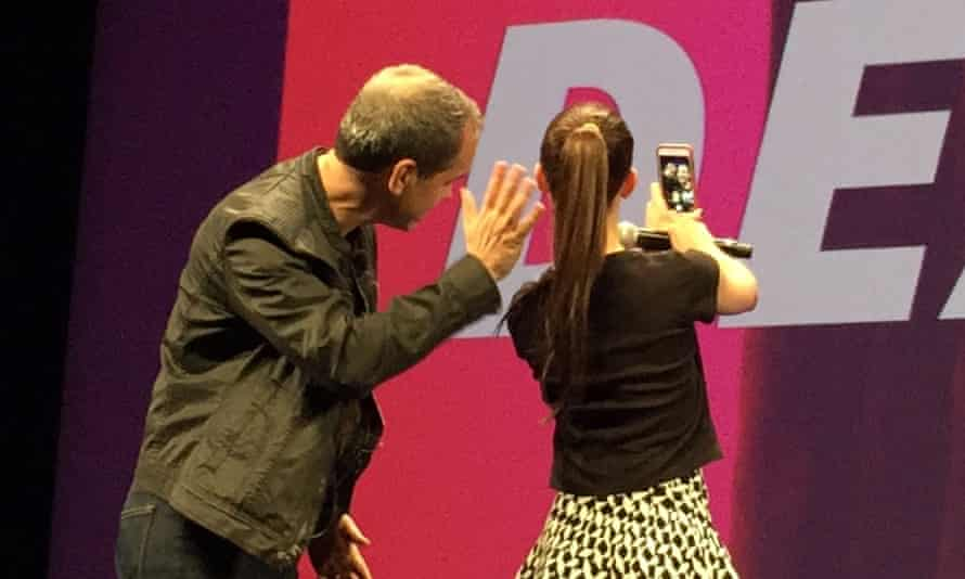 Robbins and DeAngelis' on-stage selfie.