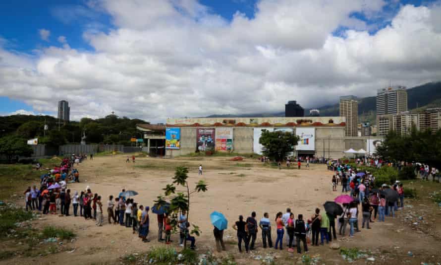 supermaket queue Venezuela