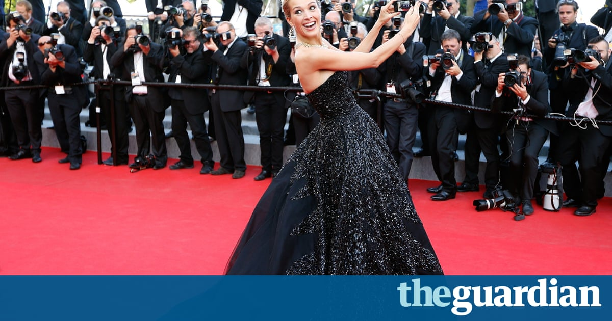 Cannes Fassbender And Blanchett Head For Festival But No - Noselfies 9 places where selfies are banned