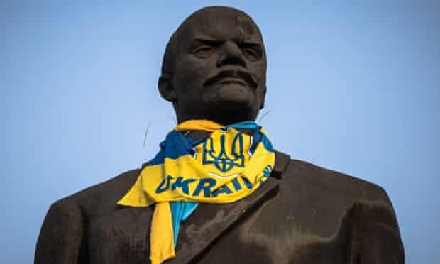The statue of former Soviet leader Vladimir Lenin dressed with a Ukrainian national flag in the eastern city of Kramatorsk.