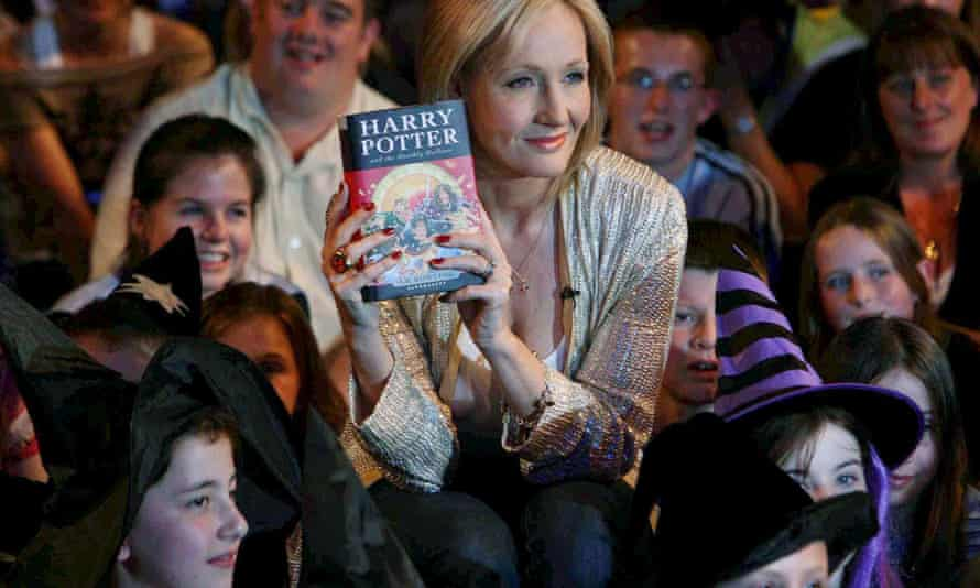 Harry Potter author JK Rowling says you can change lives by writing letters.