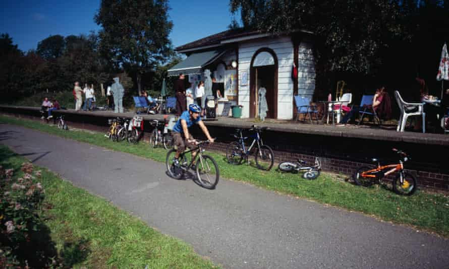 A refreshment stop on the Bristol to Bath railway cycle path.