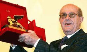Manoel de Oliveira with his lifetime achievement Golden Lion award during the 61st annual Venice Film Festival in Venice, 2004