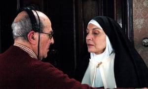 Manoel de Oliveira and Marisa Paredes on set of Magic Mirror (' O Espelho Magico'), 2005