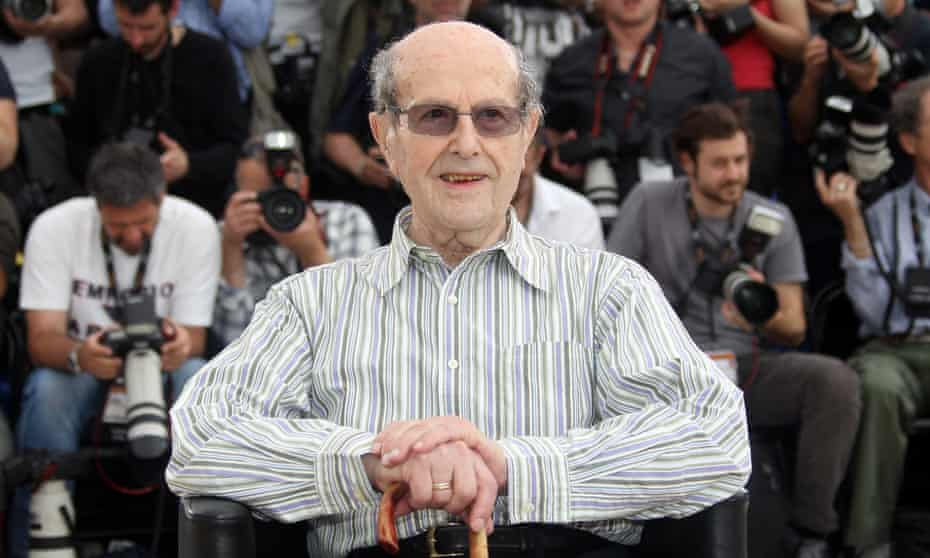 Portuguese film director Manoel de Oliveira at a Cannes photocall in 2010