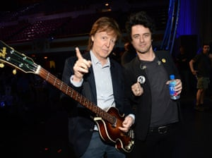 Paul McCartney with Green Day's Billie Joe Armstrong at the 2015 Rock and Roll Hall of Fame induction ceremony