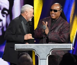 Stevie Wonder inducts Bill Withers at the 2015 Rock and Roll Hall of Fame induction ceremony
