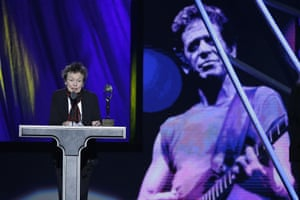 Laurie Anderson during a tribute to Lou Reed at the 2015 Rock and Roll Hall of Fame induction ceremony