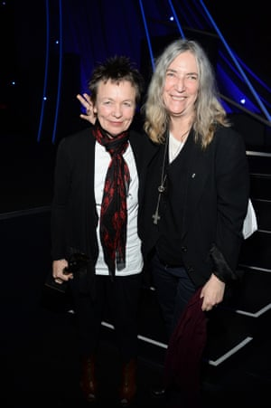 Laurie Anderson accepts Lou Reed's honour from Patti Smith at the 2015 Rock and Roll Hall of Fame induction ceremony