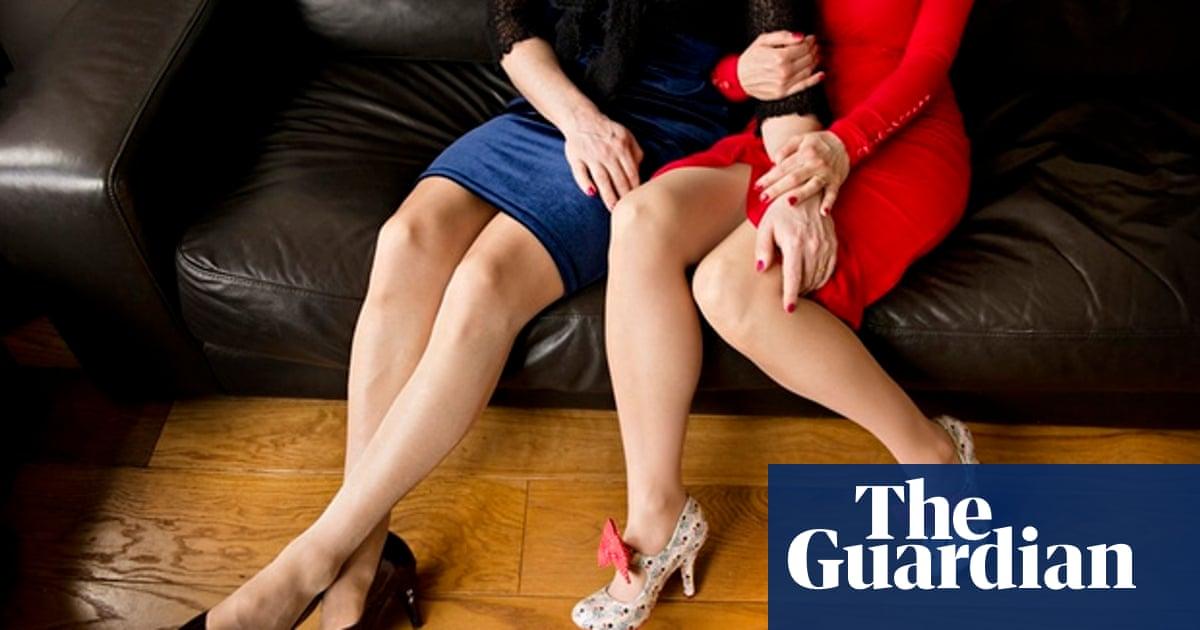 Women who date crossdressers