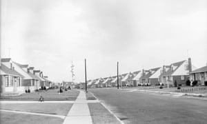 By 1950, 80% percent of Levittown's male residents commuted to jobs in Manhattan.