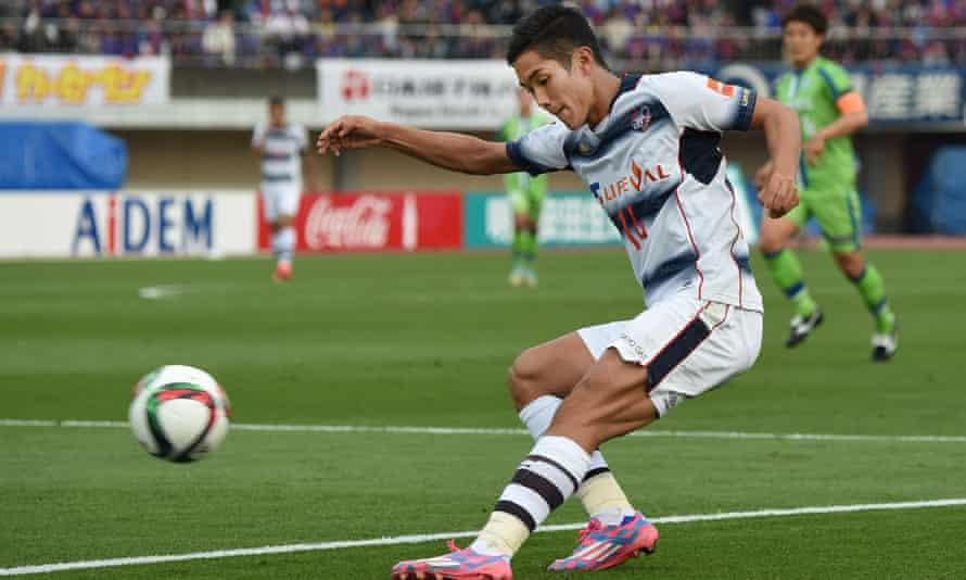 Chelsea bid for the FC Tokyo forward Yoshinori Muto but he looks set to join Mainz instead.