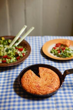 Spaghetti 'tortilla' or frittata, with a side salad
