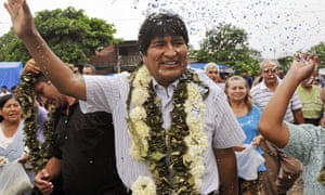 Evo Morales waves to supporters upon arrival at the polling station in 2009