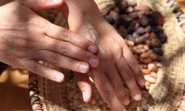 Argan Oil is rich in anti-oxidants, essential fatty acid and minerals.