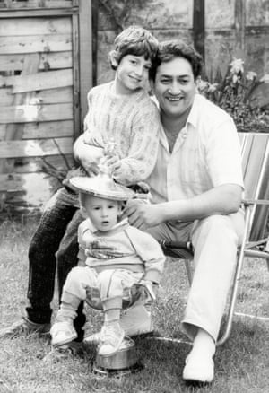 1986 World Snooker Champion Joe Johnson with sons Matthew And Danie