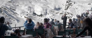 The moment that the threat of an avalanche changed Tomas's life in Force Majeure.